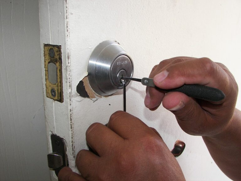 4 Reasons to Hire a Locksmith